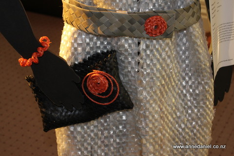 Wrap Dup - Close-up of accessories